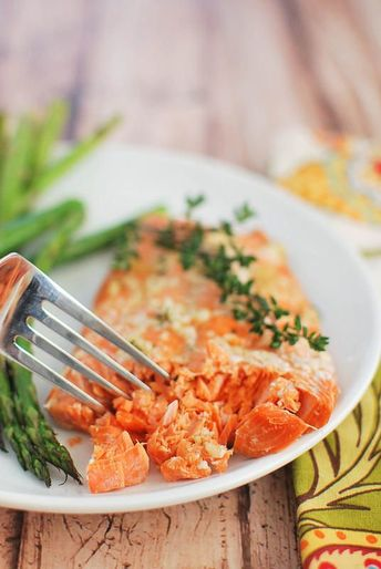 Easy Honey Salmon - make dinner healthier with this simple, foil-baked salmon!