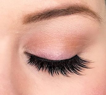 d4b7a55f4f3 Loving this close up of Dollhouse Lashes Goal Digger Lash