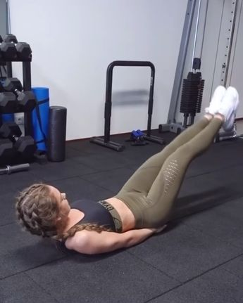 Sophie Van Oostenbrugge gives a core burner! Head to her instagram for the full workout! Click through to purchase her Khaki combo outfit!  #Gymshark #Workout #Target #Fitness #Gym #Exercise #Sweat #Challenge #Abs #Khaki
