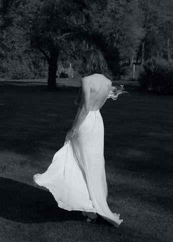 Notre Robe Numéro 34  #amour Photo @davidpaige  Fleurs @nue.paris  Modèle @mashasilchenko  Mua @anissarenko . . . #newcollection #celinedemonicault #bridal #robedemariee #weddingdress #novia #weddinggown #vestiodenovia #bridalinspiration #frenchdesigner #madeinparis #savoirfaire #artisanat #couture #madeinfrance #madewithlove