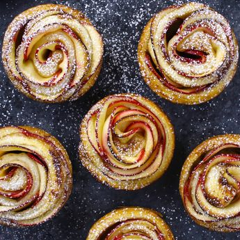 Easy Rose Apple Cinnamon Cupcakes  – Delicious desserts that also look gorgeous. Fun recipe to make with kids. Quick and easy recipe.