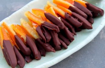 These cute, tiny orangettes are so simple and easy to prepare and very delicious! Zesty and chocolatey, an ideal dessert for serving and satisfying your sweet tooth. Here is the recipe:Ingredients:1 …