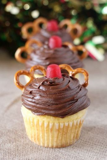 Super cute and easy to make, these Rudolph cupcakes are sure to make your day more festive! #christmas #cupcakes #rudolph #dessertfoodrecipes