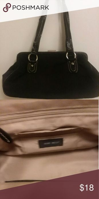 4788c77b71b Nine West Purse In great condition. I think it has just a tiny stain in