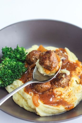 Do try these Salisbury Meatballs and Mashed Potatoes a try. The gravy is really awesome that I can just drink up that gravy through a straw.