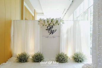 Wedding photo backddrop. White & greenery style. Decoration : www.facebook.com/goodgiftidea
