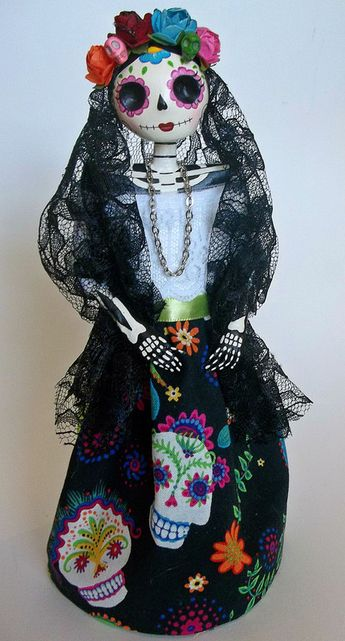 Catrina doll. Catrina de papel mache. Dia de Muertos. Day of the dead