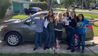 After Parents Died, 20-Year-old Has Been Raising Her 5 Siblings—and People Are Now Rallying Behind Her