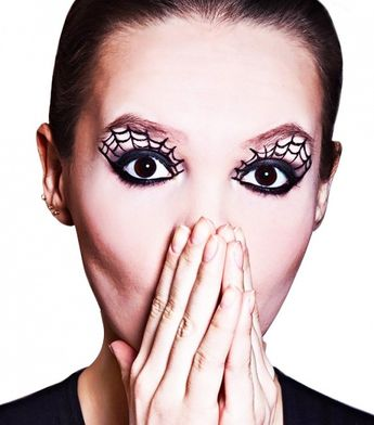 5 Pretty Halloween Looks That Only Require Eyeliner