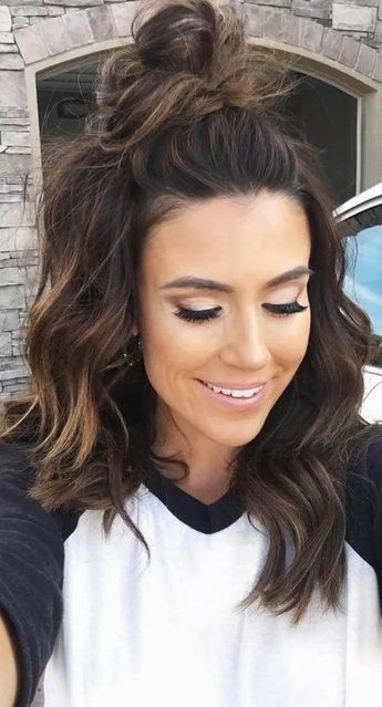 18 Perfect Fall Hair Colors Ideas For Women #fallhaircolors #haircolorideas #womenhaircolors - hariankoransuara