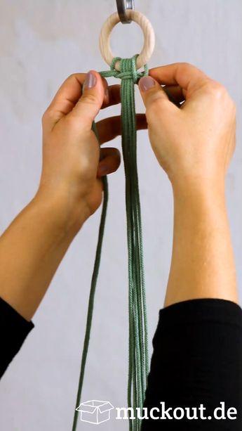 Makramee-Blumenampel mit Gratis-Knüpfmuster und Video-Anleitung