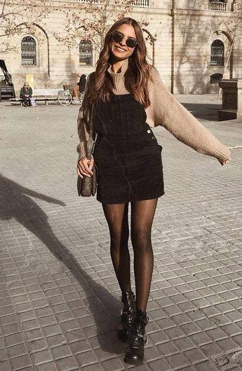 tenue d'automne simple pour qui aime les chandails: sac bottes noir robe d'été beige