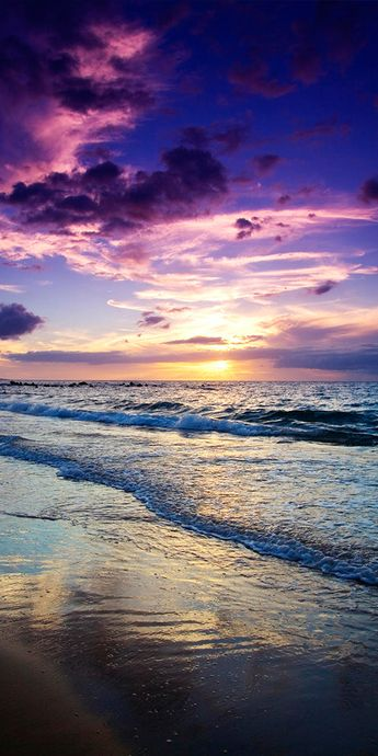 Pic of the Day...Maui 🌤️ ------------------- #beach #sunset #sunsets #sundown #tropics #travel