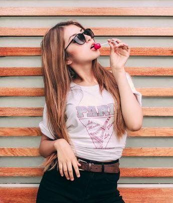 Desde lo más clásico a lo más arriesgado, los lentes oscuros son capaces de darle un giro completamente nuevo a tu outfit. Pero, ¿qué es lo que necesita un outfit además de luz solar para que estos lentes brillen? Sólo saber combinarlos y entender que sin importar el marco, el color o la forma, siempre hay prendas específicas con las que estas gafas son potencialmente sensuales, misteriosas y perfectas. #PinCCModa #Moda #Fashion #sunglasses #outfits #summer