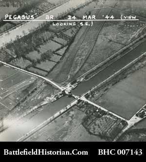 Photo aérienne d'un avion de reconnaissance de Bénouville le 24 mars 1944