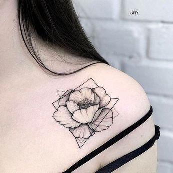 Tatouage fleur - 10 idées de tattoo originales et leur signification - Queen Maroflede - #fleur #idées #leur #Maroflede #originales #Queen #signification #Tatouage #Tattoo