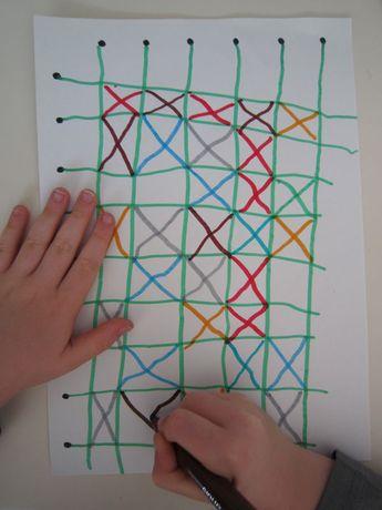 Graphisme# en maternelle#. Très bonne idée de quadrillage. A réutiliser en peinture ou avec les coulures à l'encre. On peut mêler peinture et feutre. Ou coller des gommettes dans les cases. Ou réaliser un autre graphisme, histoire de varier.