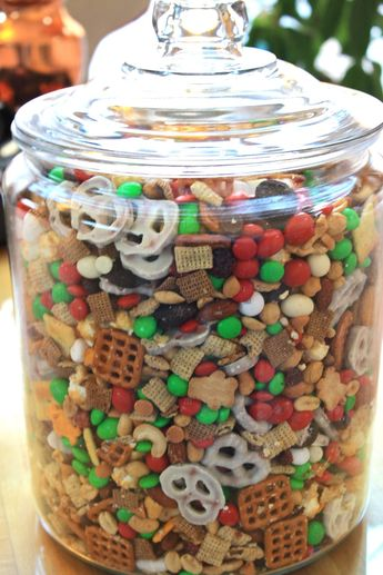 Cora Cooks: Jolly Holiday Snack Mix