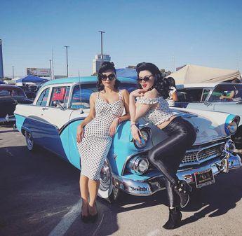 Bad girls and fast cars. With the lovely @melodysweetsofficial at @viva.las.vegas.vlv #vivalasvegas #vlv21 #vivalasvegasrockabillyweekend…