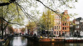 Walking in the breeze. #amsterdam#mapping#spring#canalstreet#bestoftheday#breeze  Walking in the breeze.  #amsterdam#mapping#spring#canalstreet#bestoftheday#breeze