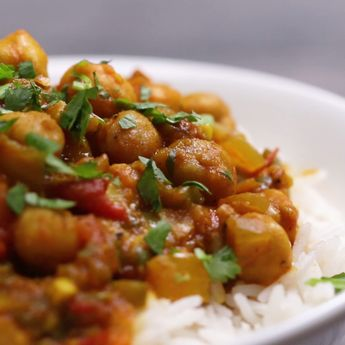 Tempted To Order Take-Out Tonight? Make This Super Quick And Healthy Chickpea Curry Instead