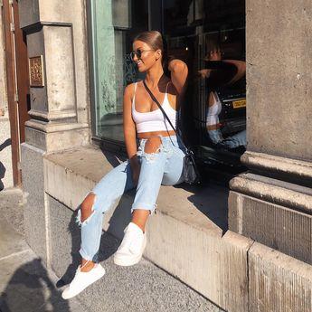 "Alice Olivia on Instagram: ""Enjoying the last few summer days ☀️"""