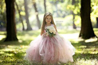Articles similaires à Robe de fille de fleur - Tulle Flower Girl Dress - Tulle robe-bébé/enfant - Pageant robe - robe de princesse - robe robe-fard à joues rose et gris sur Etsy