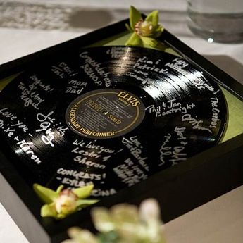 Vinyl record guestbook. i want a rock and roll themed wedding in the WORST way. #RHDreamWeddingSweepstakes
