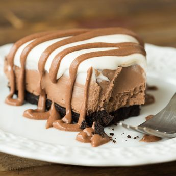 This No Bake Brownie Batter Cheesecake is the no bake cheesecake for chocolate lovers! It's rich and fudgy with no oven required! An easy no bake dessert for summer. #nobake #dessert #recipe #recipes #dessertrecipe #chocolate #chocolaterecipe #cheesecake