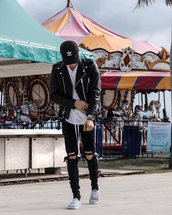 Streetstyle outfit by @edriancortes / / / / / #streetwear #streetstyle #ootd #men #fashion #blvck #leatherjacket #outfit #hypebeast #ootdmen