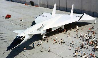 XB-70 Valkyrie gigantic supersonic strategic bomber   wordlessTech