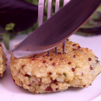 Régalez vous avec ces délicieuses galettes de quinoa Lustucru Sélection au chèvre frais et au parmesan râpé !