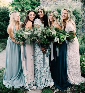 We're in love with this palette of greens + lovers lace ✨ #mumuweddings #onlinenow