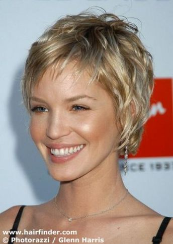 Capless Wavy Short Synthetic Hair Wig