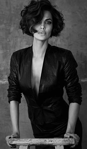 20 Very Versatile Short Curly Hairstyle Ideas