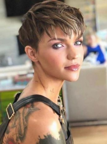 ✔ Hairstyles 2019 Videos Edgy #salonrepublic #beachwavehair #rosegoldhair