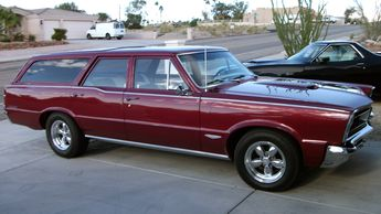 1967 pontiac bonneville the hood tach is a nice touch 1970 Pontiac Safari Station Wagon 1965 pontiac gto station wagon lot f349 houston 2012 mecum