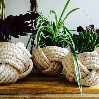 these nautical knot planters. By Instagramer @provincial_macrame #nauticalbathroom