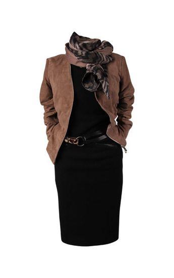 Bruin leren jas over zwart jurkje | Brown leather jacket #fashion #outfit #ideas #outfitideas #mode #moda #ideeën #outfitideeen #modetrends #classy #style #40+mode