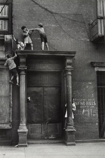 "Helen Levitt, New York, USA 1939 ""Children playing"""