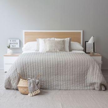 Cabecero horizontal de madera natural, acabado con un marco de hierro lacado en blanco. Ideal para conseguir ese aire natural que tu dormitorio estaba buscando.