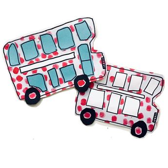 ❣️WHEELS ON THE BUS ❣️#apopofculture 🔴🔴🔴🔴 Spotty collograph stamped buses ⛽️🚍 Swipe for our process 👉🏼 remember to join in with @a.pop.of.culture @4kids2moms @adventures.in.mommyland and me by tagging your buses #apopofculture 🤗❤️ • • • #Play