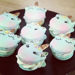 NOUVELLE VIDÉO EN LIGNE (lien en bio) Identifie en commentaire tes ami(e)s fans de Licorne pour leur faire découvrir mes macarons kawaii !! #unicorn #licorne #macarons #macaroons #kawaii #socute #girly #gourmandise #miam #instafood #latelierderoxane #youtube #jevousaime