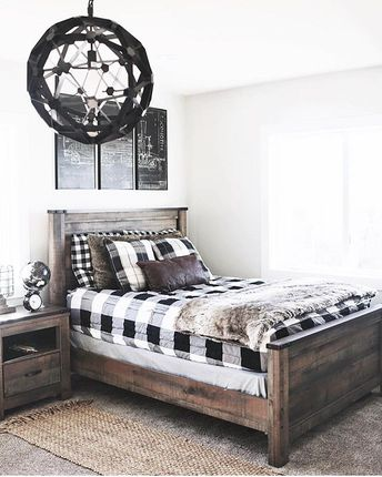 Rustic, modern, clean, tidy.... you can fit almost any style and design with Beddy's. And the best part is... you'll make your bed in just a ZIP! Thanks to @ninaandcecilia for this great room! #beddys #zipyourbed #zipperbedding #blackandwhite #bedroominspo #bedding