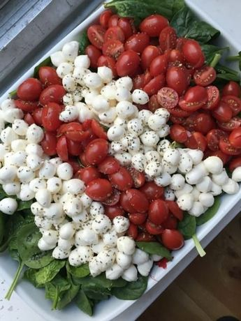 caprese salad for a crowd caprese salad for a crowd 1 large bag baby spinach 3 C fresh mozzarella pearls 2 C grape tomatoes, sliced lengthwise olive oil, for drizzling salt & pepper fresh or dried basil balsamic glaze or other italian dressing