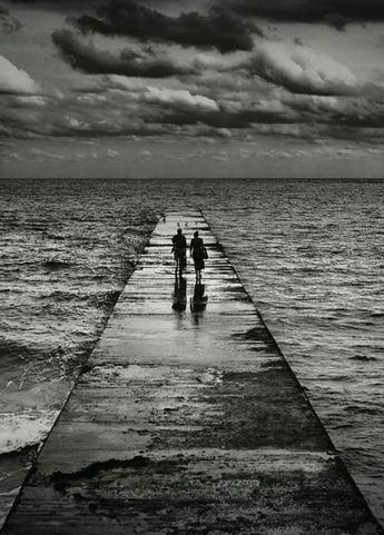Seninle dönüşü olmayan sonsuz bir yola çıktık sevgilim. Beni yarı yolda bırakıp gidemezsin