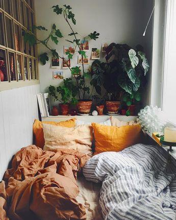 """SEBASTIAN on Instagram: """"Ljusare dagar = nya fikonblad varje dag 💚 snart sover jag i djungeln igen!! 🙌🏼☘️🍃😁"""""""