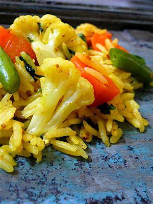 Recette ayurvédique: L'équilibre multicolore, riz sauté aux légumes, 7 épices et menthe