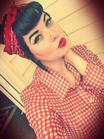 8 Ways To Rock A Bandanna Like A Pinup!