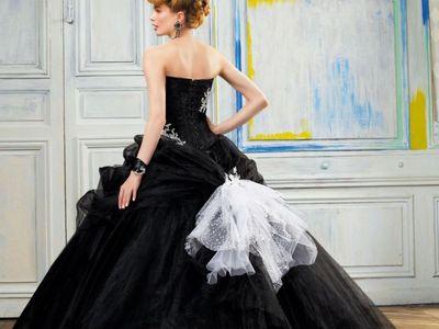 Black wedding dresses, gothic wedding dress, wedding dress, black bridal dress, vampire wedding dress